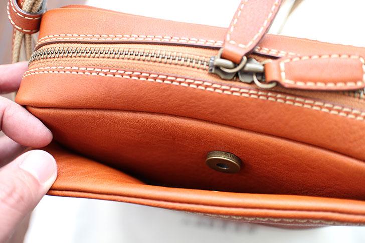 土屋鞄製造所トーンオイルヌメジップトップショルダー外側のポケット