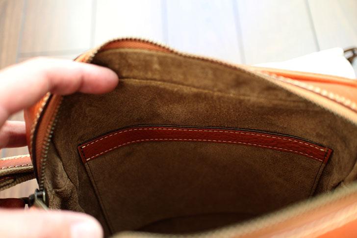 鞄の内側のポケット