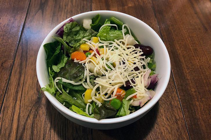 筋肉食堂のランチサラダ