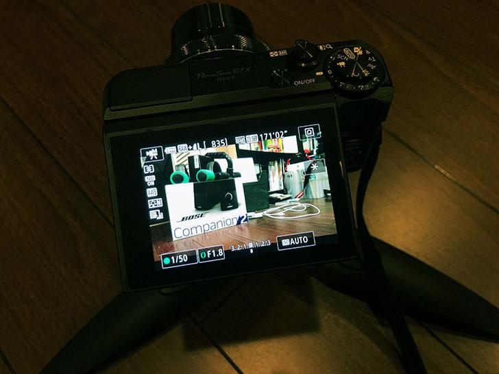 ローアングルの撮影にはチルト液晶が便利
