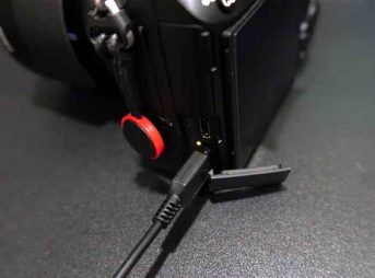 デジタルカメラをUSB充電する