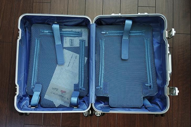 スーツケースの内側