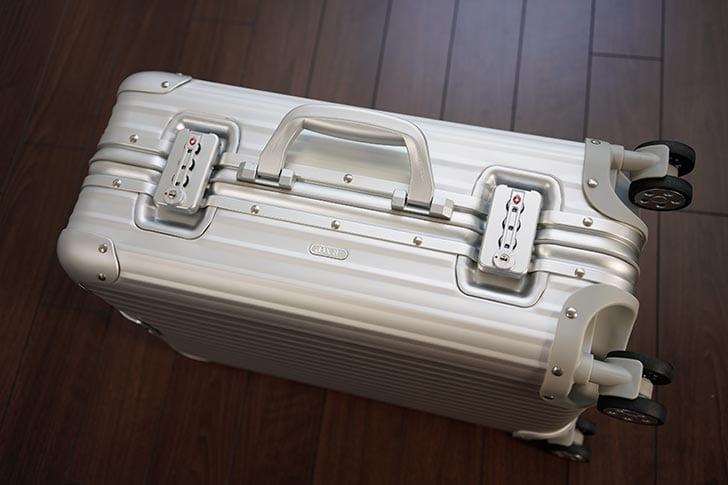 RXOのスーツケース