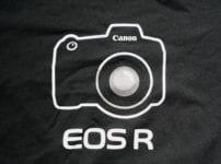 ユニクロ EOS R Tシャツ